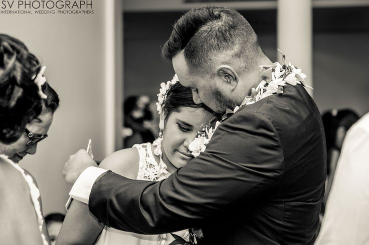 Wedding in Tahiti is a lot of emotion, here between the groom and his daughter. http://www.svphotograph.com @svphotograph #svphotograph #weddingphotographers #fearlessphotographers #yourockphotographers #blackandwhite #weddingday #tahitiphotographer #photooftheday #instawedding #emotion
