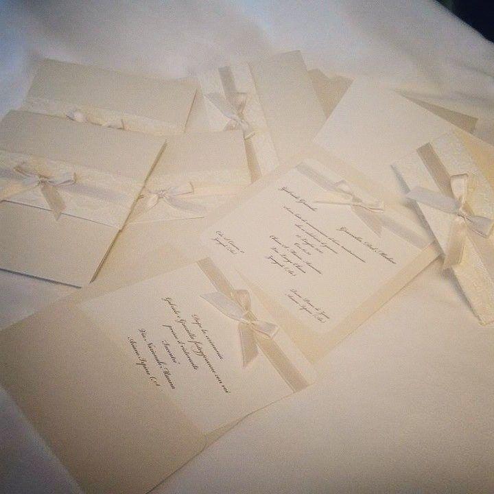 #handmadeinvitation #weddinginvitation #savethedate #ivorychic #antiquepink #pizzo #fiocchi #elegantwedding #weddingdesigner #weddingplanner #floraldesigner www.gennymonaco.it