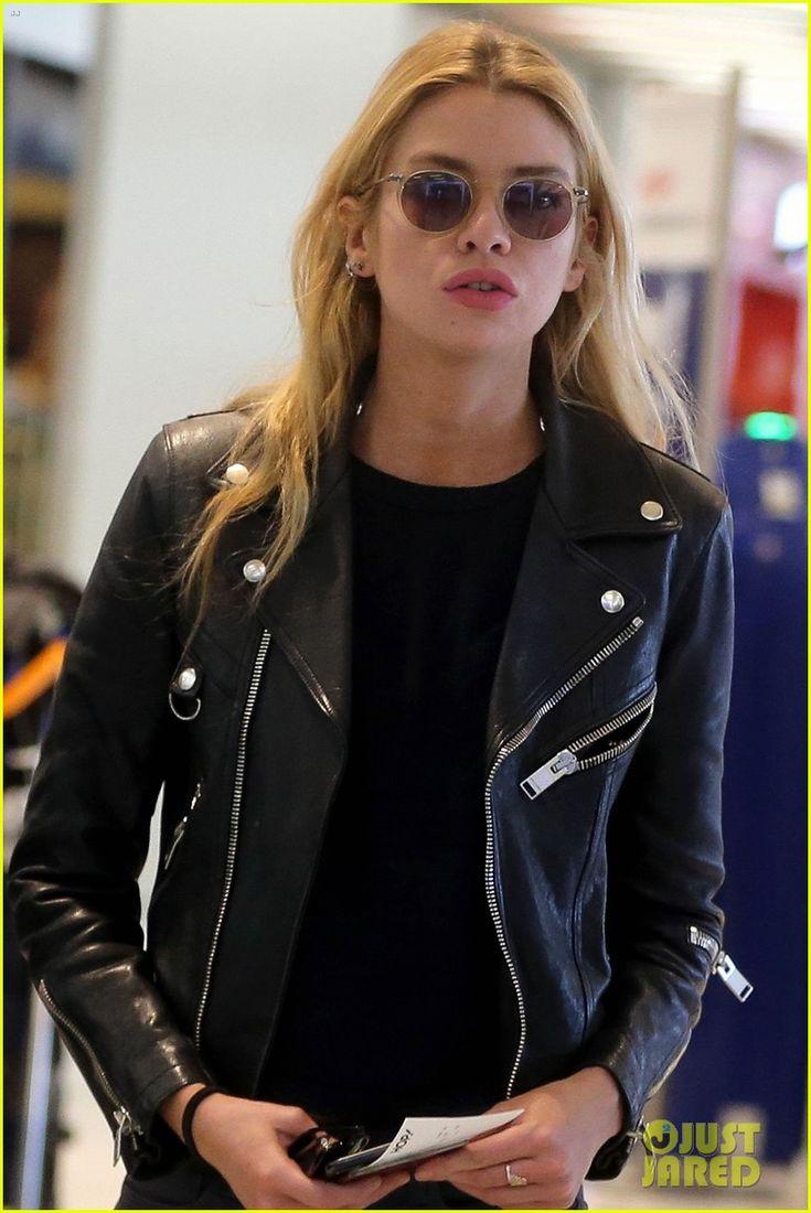 Kristen Stewart & Girlfriend Stella Maxwell Jet Out of Paris | kristen stewart stella maxwell jet out of paris 05 - Photo