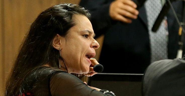 """Gleisi pede para Janaína ficar calada; advogada rebate: """"não me calo"""""""