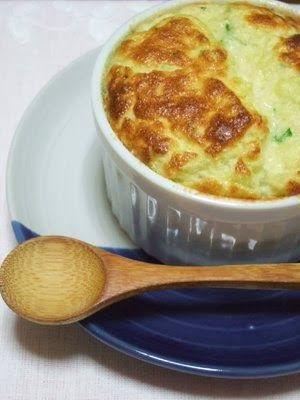 S uflê quentinho é mesmo especial. É um daqueles pratos que confortam! Este daqui é feito com chuchu que o torna leve, gostoso e com um...