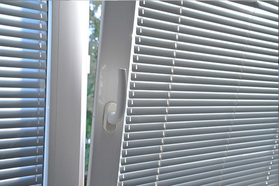Aluminium blinds in  - window slightly open