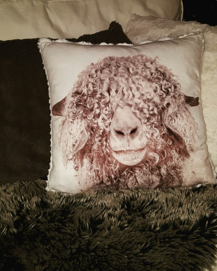 Love love love . Mina soffkuddar från dollarstore. #jul #dollarstore #kuddar #pillows #Christmas #diy #inredning #interior #interiordesign #interiör