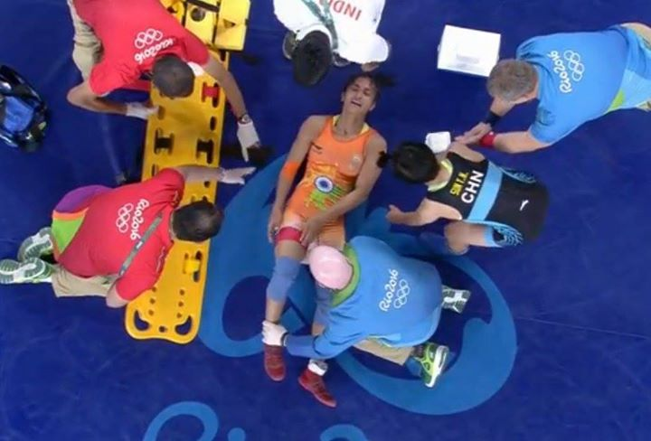 #Rio2016: Wrestler #VineshFogat loses to China's SunYanan after sustaining injury in women's FreeStyle 48kg quarters