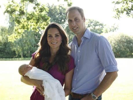 Kate Middleton-Prince William: Χάρη στην εγκυμοσύνη της και κατ'επέκταση στη γέννηση του Πρίγκιπα George αλλά και την πρόσφατη βάπτιση του τον Οκτώβριο το βασιλικό ζεύγος τράβηξε όλα τα βλέμματα πάνω του πράγμα που είχε να συμβεί από το γάμο του το 2011. Kανένα άλλο μωρό πλην της North West δεν έχει δημιουργήσει τόση πώρωση και λατρεία γύρω από το όνομα του.