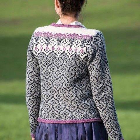 """Kari H Design på Instagram: """"OASIS heter mitt nyeste design, #oppskrifte på denne #koften er snart klar på #karihdesign #strikk #knittingpattern #knitting_inspiration…"""""""