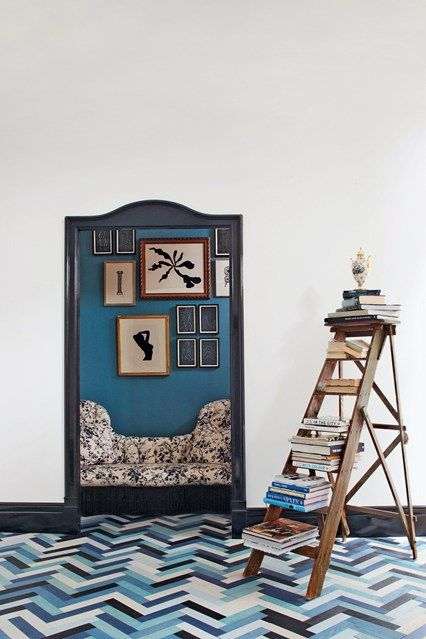 Blue Hallway Book Display - Hallway Ideas – Furniture & Decorating Ideas (houseandgarden.co.uk)