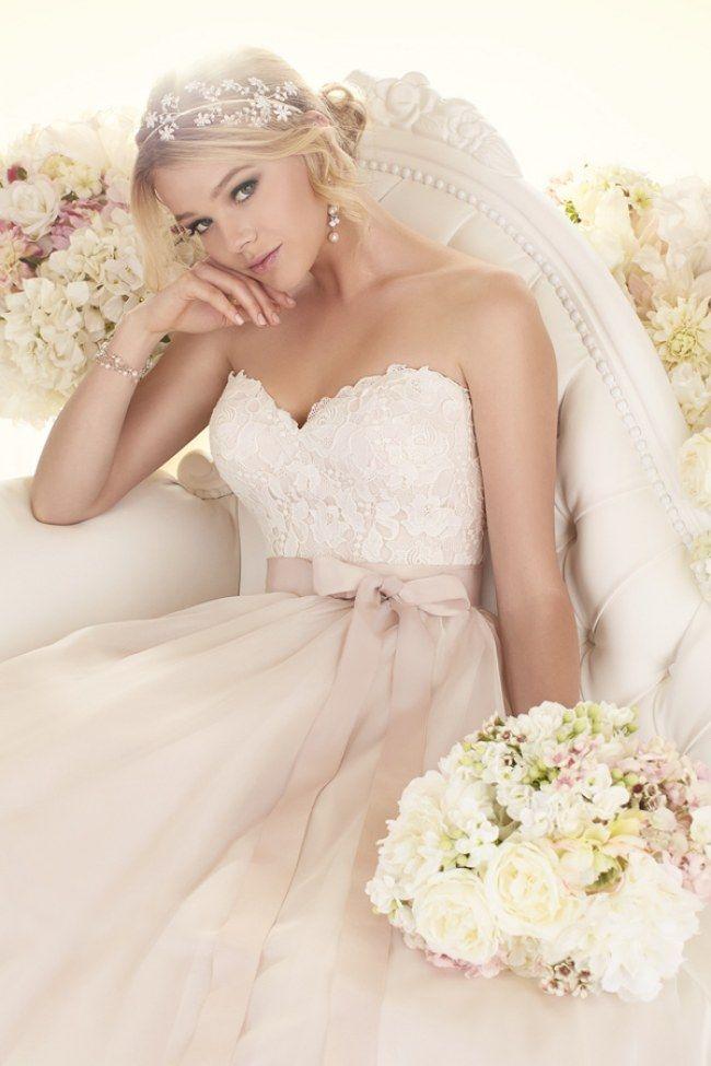 Non solo l'abito bianco! Scopri gli abiti per il giorno più bello color cipria | #WeddingDress