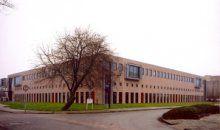 Deze ruim 9.000 m2 tellende sociale werkplaats is voor Op/Maat in Hoorn - hét leer-werkbedrijf van West-Friesland - gerealiseerd.