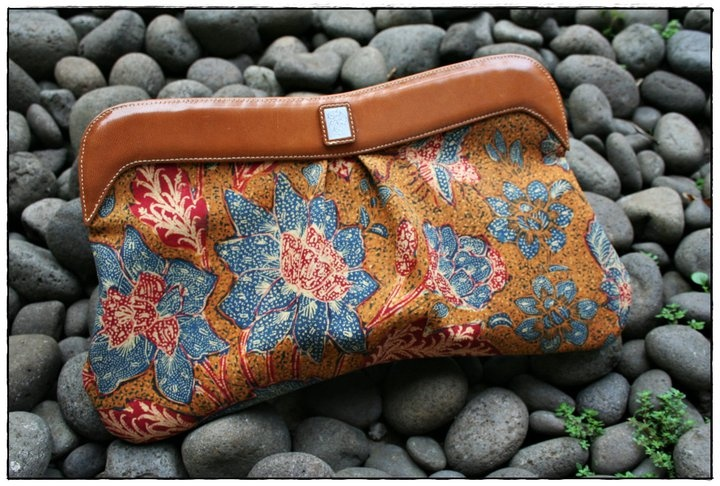 Beautiful clutch from 3N handmade batik