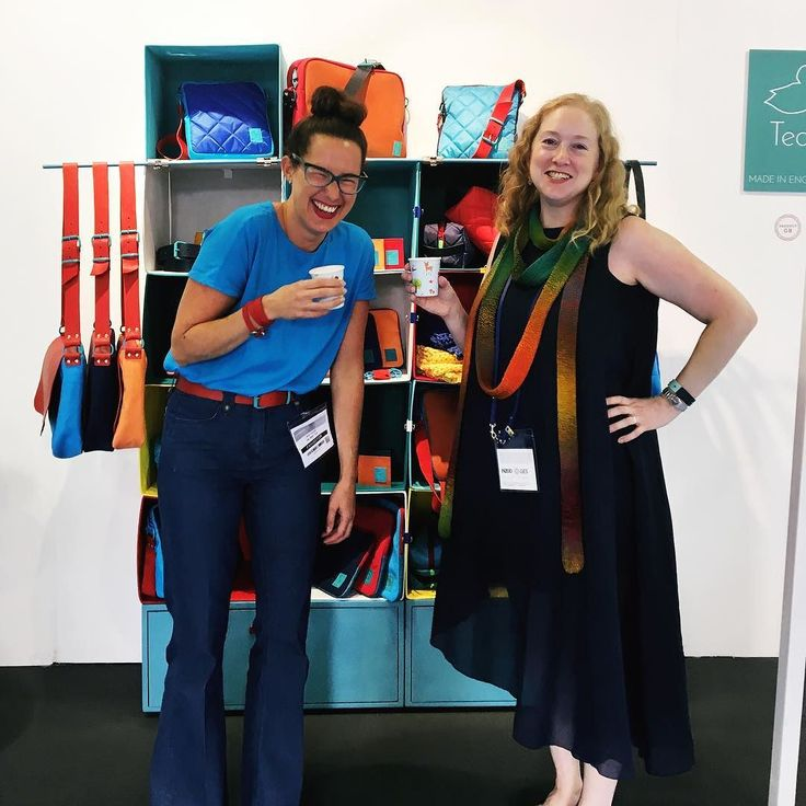 Day 30 of #MarchMeetTheMaker : Top Tip. Mine is to surround yourself with like minded creatives who get what you do and support you on your the rollercoaster ride that is running a small business. When I say like minded I mean equally crazy and when I say support I mean drink wine with!   Here you see me with @wewearteal who loves colour wine and cats just as much as me if you can believe it!!  #toptips #toptip #bestfriend #lifeincolour #smallbusiness #makers #tradeshow #topdrawer #london…