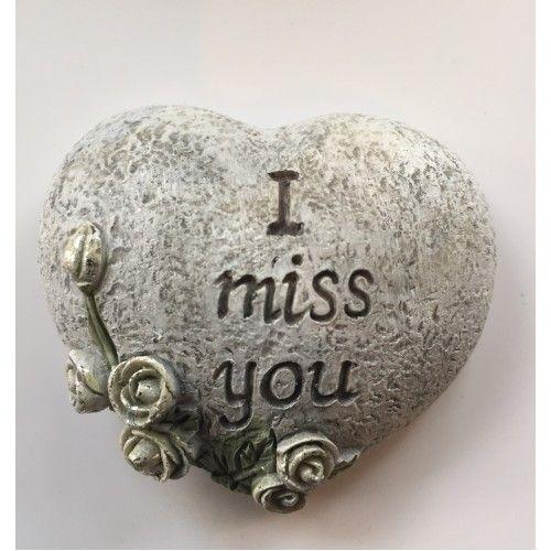 Hart I miss you   Mooi klein hart met bloemen en de tekst I miss you  Dit hart is bijzonder geschikt om buiten bijvoorbeeld op het kerkhof neer te leggen.  Mooi afgewerkt hart en van weerbestendig polystone materiaal gemaakt.