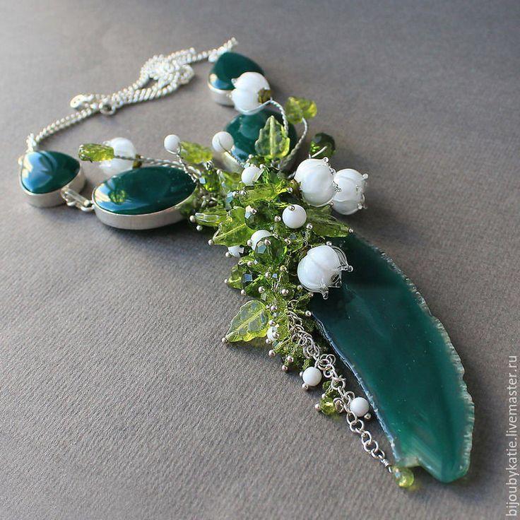 Купить Колье зеленый агат и бусины лэмпворк Ландыши - лэмпворк, авторский лэмпворк, украшение, украшения