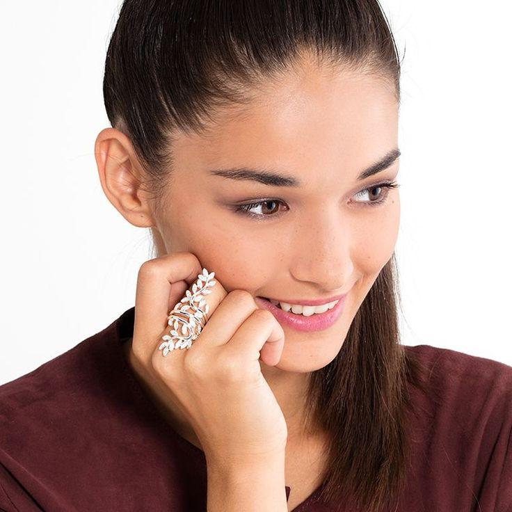 THOMAS SABO Ring aus der Sterling Silver Kollektion. Ring - 925er Sterling Silber; 750er Roségold Vergoldung - Zirkonia-Pavé weiß Breite: ca. 5,4 cm Funkelnde Ranken, besetzt mit glitzerndem Zirkonia-Pavé in Weiß, schlingen sich elegant um den großen FAIRY TWINES Ring aus femininer 750er Roségold-Vergoldung und umgeben seinen Träger mit einer märchenhaften Aura.