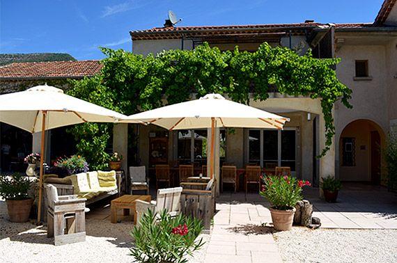 Chambres et tables d'hôtes, gîtes en Drôme Provençale, vacances dépaysantes et reposantes dans un domaine de 2,5 hectares - pays de Nyons