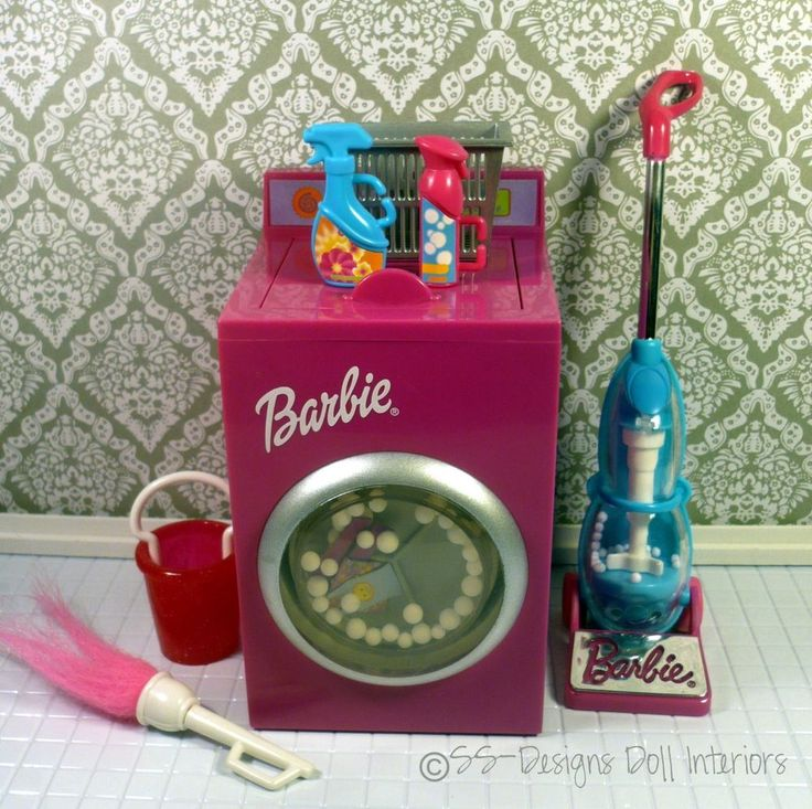Even Barbie has to keep her home clean and tidy. What a better way then with this adorable laundry room set. Washing machine, vacuum cleaner, cleaing products & bucket. Barbie's dream home will be sparkling in no time.