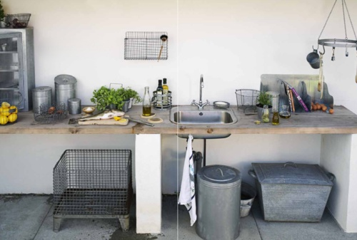 What a great little outdoor kitchen!