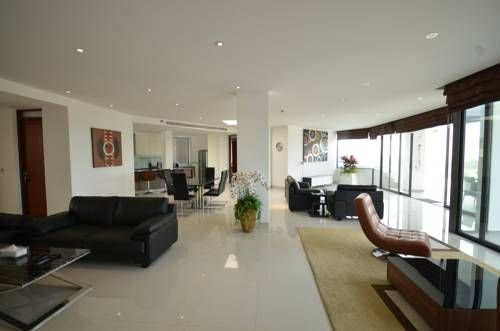 Luxury Penthouses Surin Beach Offering free WiFi and an outdoor pool, Luxury Penthouses is situated in Surin Beach, 400 metres from The Plaza Surin. The accommodation boasts a hot tub. Laem Sing is 1.4 km away.
