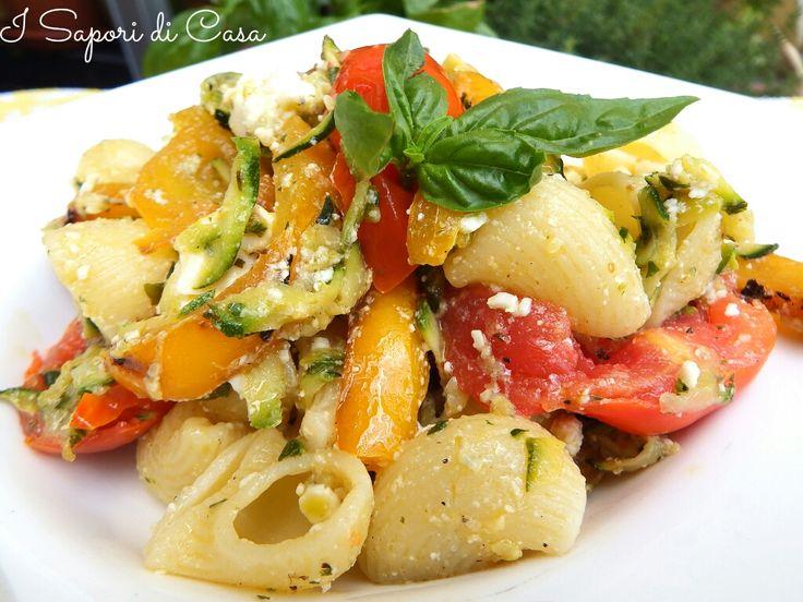 Insalata di pasta con verdure e Feta