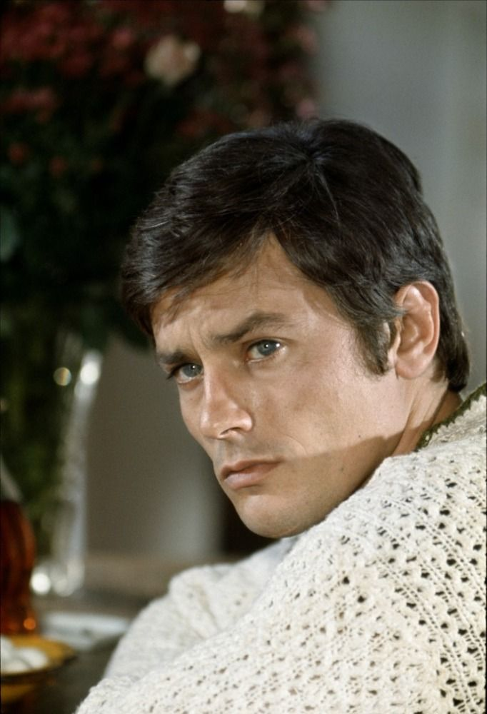 64 best acteurs actrices mythiques images on pinterest for Alain delon la piscine