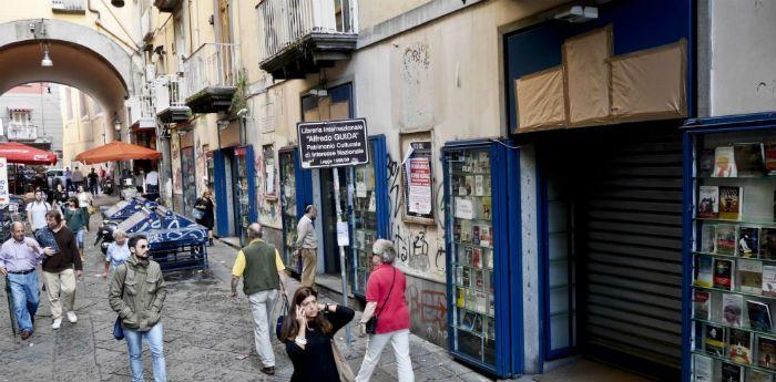 Napoli, La letteratura in liquidazione: svendita dei libri Guida a Port'Alba il prossimo 24 e 25 settembre