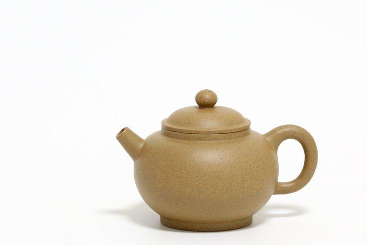 Huangjin Duan Yixing Teapot Yixing #yixing #zisha #yixingzisha #yixingteapot #zishateapot #huangjinduan #zini #yixingcrew #kungfuteapot #kungfutea #teatime #tea #china #chinesetea