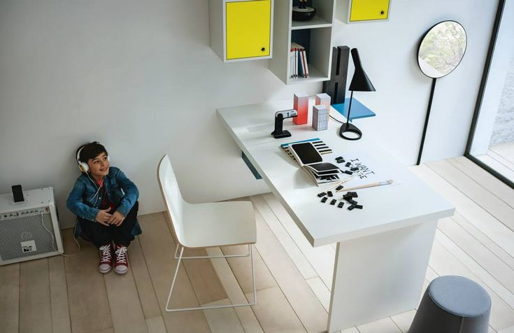 scrivania per ragazzi con piano Graphic e cassetto a scomparsa