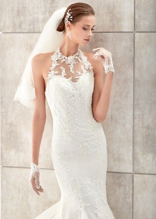 espectacular vestido de novia de encaje en pedrería blanco, con