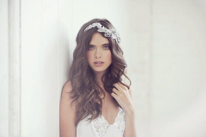 Simple gorgeous look. Ursula - Viktoria Novak 2014 Collection. www.theweddingnotebook.com
