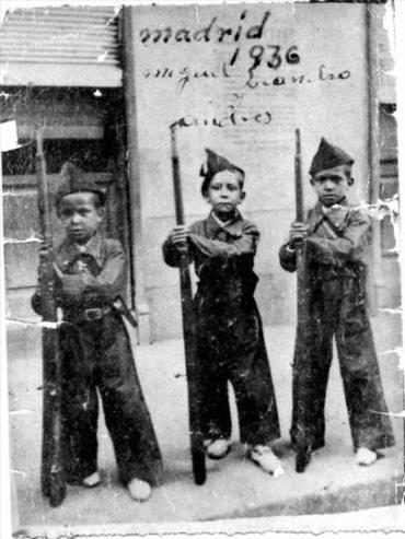 pequeños milicianos en Madrid