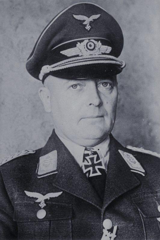 Oberst Richard Heidrich (1896-1947), Kommandeur Fallschirmjäger Regiment 3, Ritterkreuz 14.06.1941, Eichenlaub (382) 05.02.1944, Schwerter (55) 25.03.1944