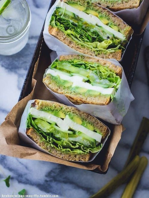 Green Goddess Sandwich ★ 1/3 cup basil + 1/3 cup estragon + 1/3 cup ciboulette + 2 garlic cloves + 1/2 a lemon (zest & juice) + 1/2 cup mayonnaise + salt. | Filling: Avocado + mozzarella + tomato + cucumber + pickled onion + sprouts (broccoli sprouts, spinach) + lettuce.