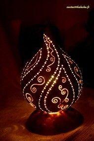 Galerie - kalasha - luminaires en gourdes et calebasses, entièrement gravées à la main