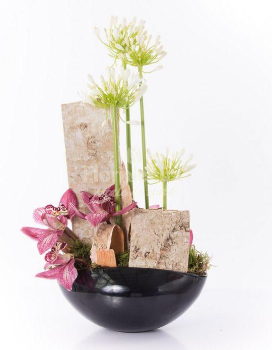 Specialistii FlorideLux, cea mai buna florarie online, iti povestesc despre agapanthus: http://celemaifrumoaseflori.ro/agapanthus-dictionar-floral-litera/