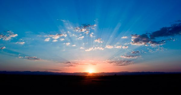 ¿Cómo dominar la luz en tus fotografías? (1 parte)   Te has preguntado alguna vez ¿cómo crear esa atmósfera mágica que algunas imágenes poseen? La clave se encuentra en la iluminación.