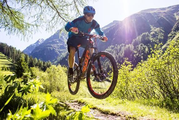 #7 Reasons To Go with Mountain Biking #mountain #bike #biking #ride #road #bike  https://bikenguide.net/mountain-biking-better-road-biking/