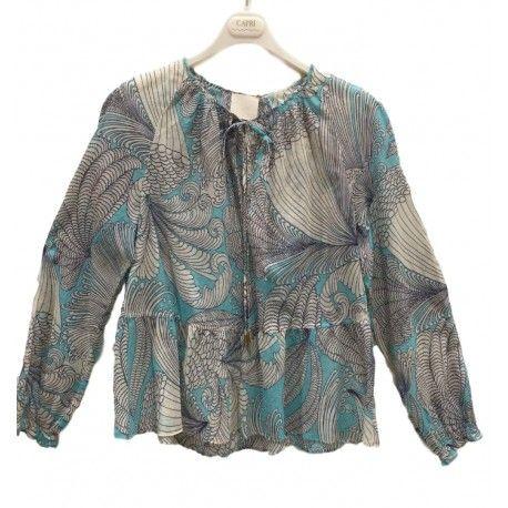 CAMICIA DONNA CAPRI COLLECTION Camicetta da donna di Capri Collection in muffola di cotone con stampa floreale, manica lunga, scollo tondo con nastrino, polsino elasticizzato e taglio sotto il petto. Camicia Capri Collection fresca e leggera, ideale per le calde giornate primaverile ed estive. #capricollection #camicie #shirt #donne #woman #vestiti #fashion #moda #clothes #nuovecollezioni #eshop #negozionline #ecommerce