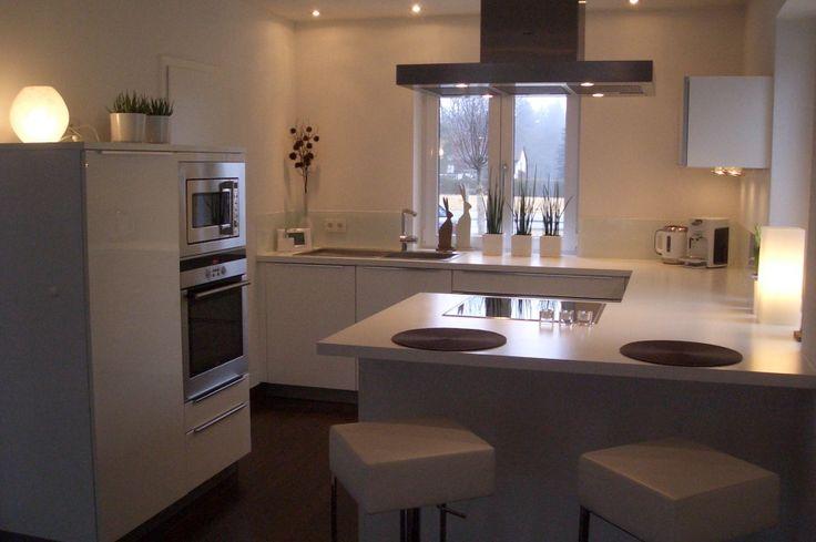 Blick zur Küche, Tags Purismus, Weiße Küche