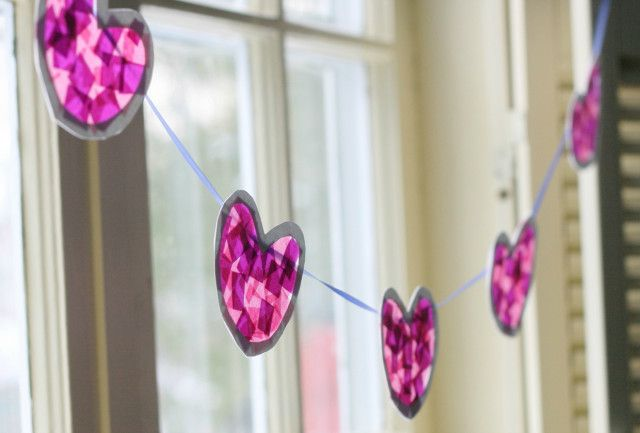 Tissue Paper Heart Garland - Super-easy #DIY for #ValentinesDay!