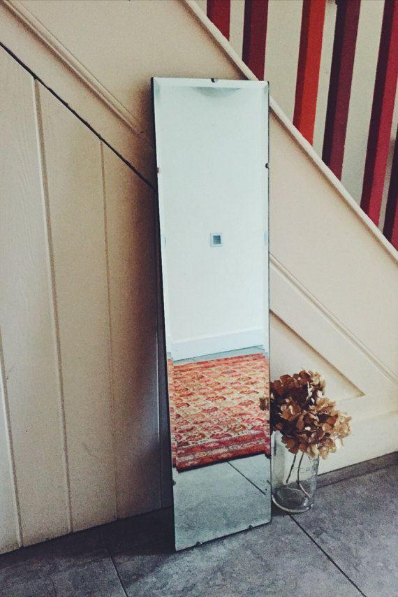 25 beste idee n over spiegel ophangen op pinterest spiegels inlijsten en doe het zelf bedframe - Een badkamer deco ...