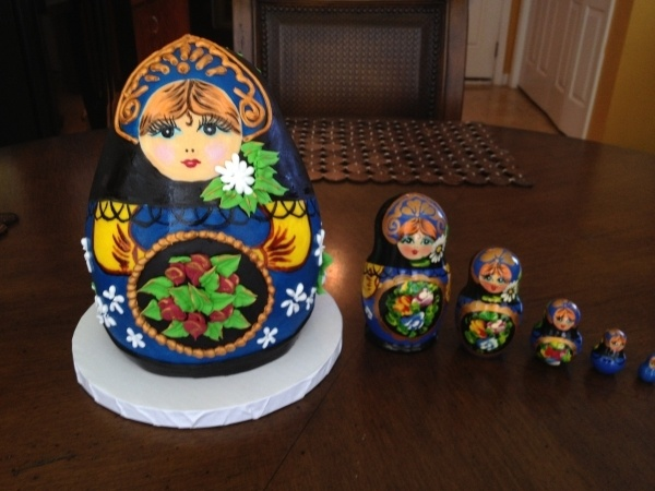 Matryoshka doll cake on the left: Hands Paintings, Doll Cakes, Matryoshka Dolls, Dolls Cakes