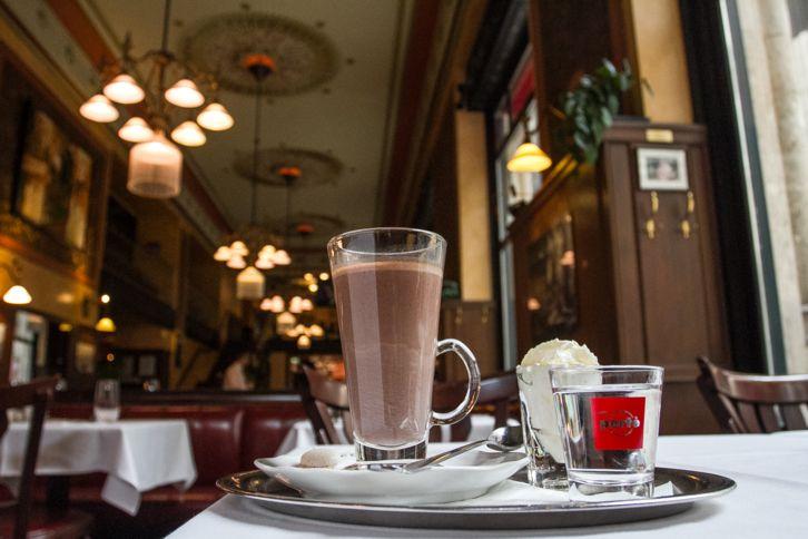 Itt igyál forró csokit Budapesten! | Central Cafe