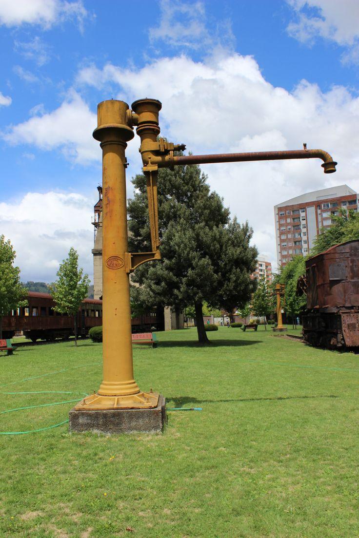 Caballito de Agua. 1921. Maestranza San Bernardo. Proveía de agua a las locomotoras con su brazo giratorio. Museo Ferroviario de Temuco. Febrero 2014