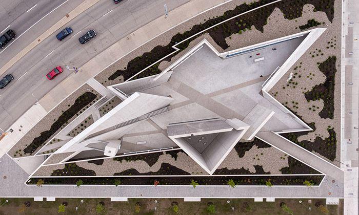 Libeskind postavil památník holokaustu jako hvězdu