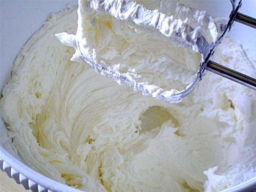 """La """"CAMY CREAM """" crema densa da usare come frosting al posto di quella al formaggio"""