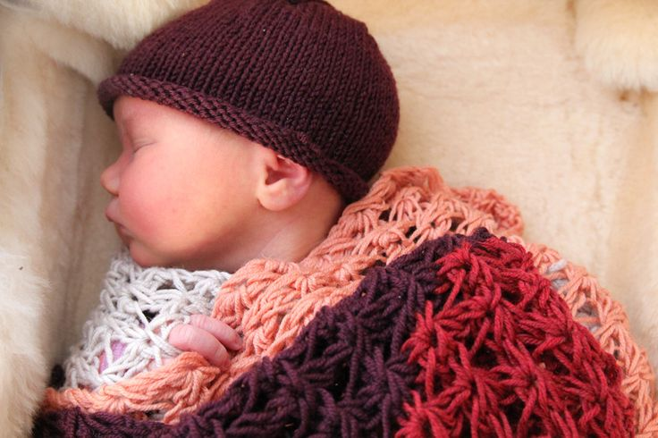 Sweet baby (of course) but look at that blanket. I love that chunky daisy stitch!