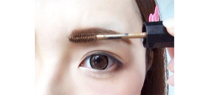 今や当たり前のように使われている眉マスカラ。種類は?色は?使い方は?まとめてみました!