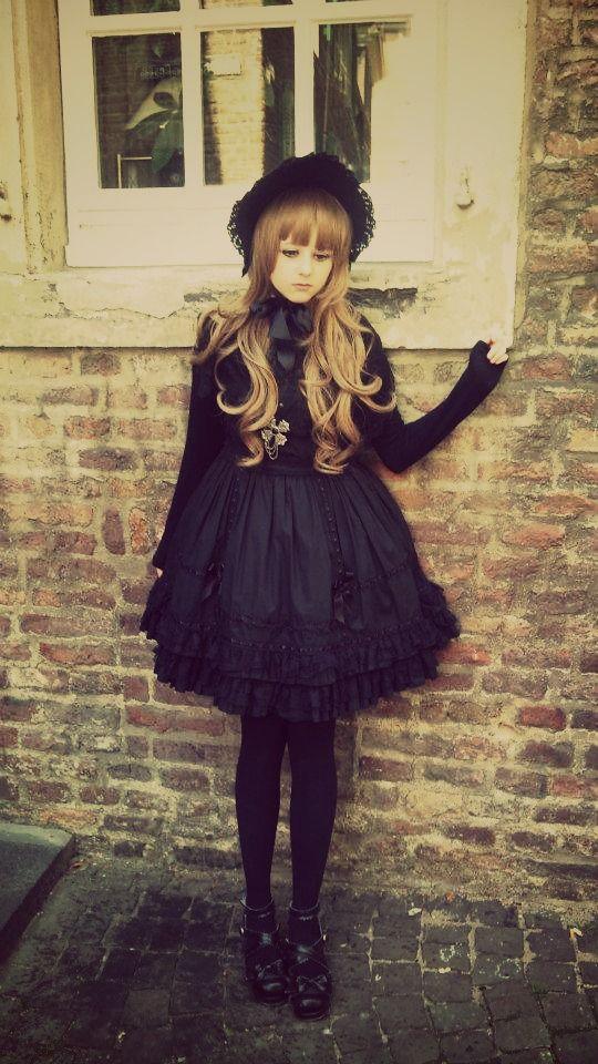 http://stuffpoint.com/lolita/image/116196-lolita-black-gothic-lolita.jpg
