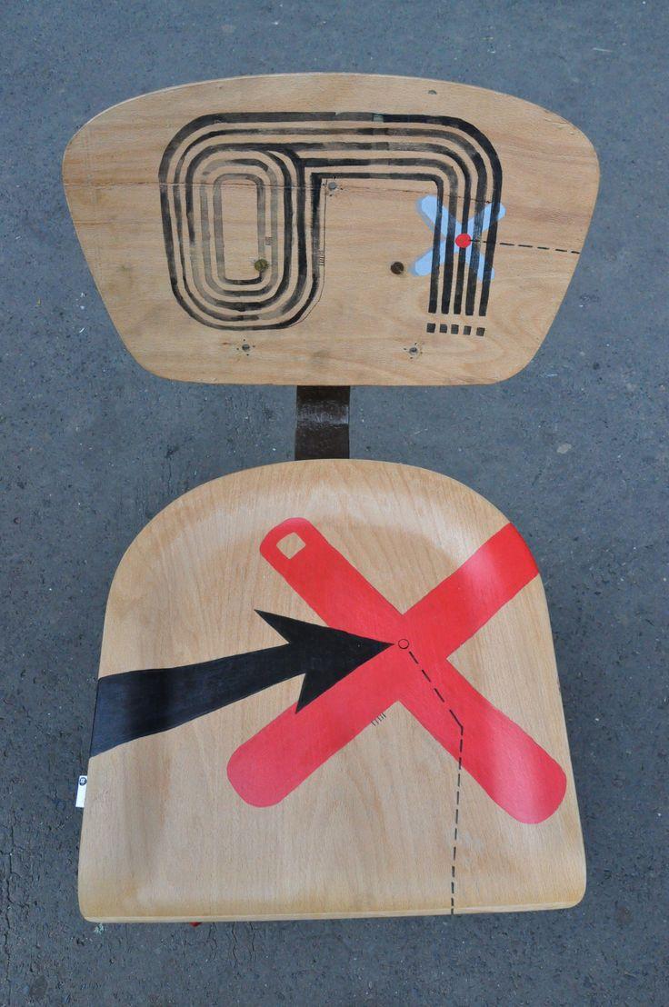 krzesło obrotowe, ręcznie malowane http://dwiebaby.pl/zrealizowane-projekty/