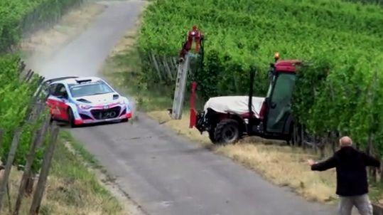 Cars - Vidéo : Neuville évite de peu un tracteur lors d'essais WRC ! - http://lesvoitures.fr/video-neuville-evite-de-peu-un-tracteur-lors-dessais-wrc/